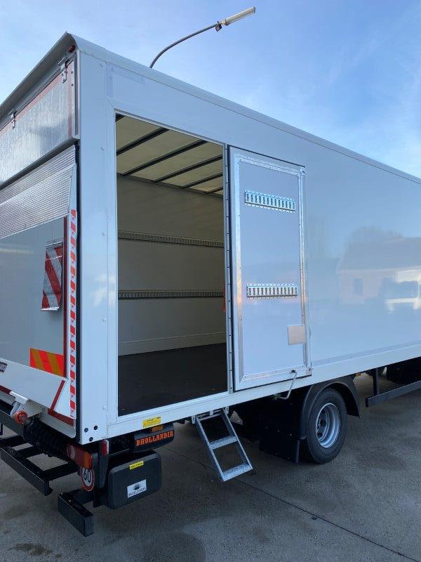LF 230 FA avec caisse de chargement SAXAS foto 1